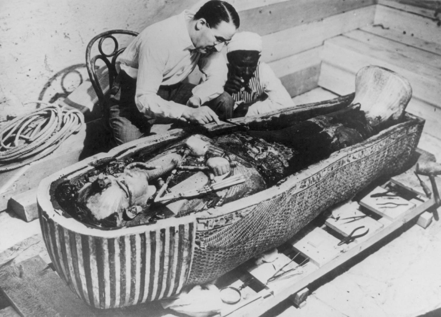 Howard Carter works on King Tutankhamen's mummy
